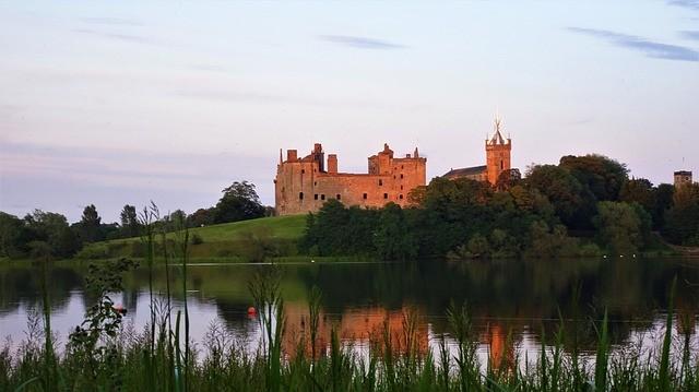 Le château de Linlithgow, où sont nés Jacques V d'Ecosse et sa fille Mary Stuart. Branle d'Ecosse, danse renaissance